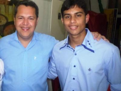 Pai faz Enem para apoiar filho e passa em medicina na BA: